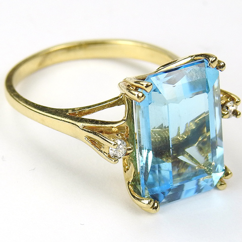 10 kt Gold Real Blue Topaz and Real Diamonds Finger Ring