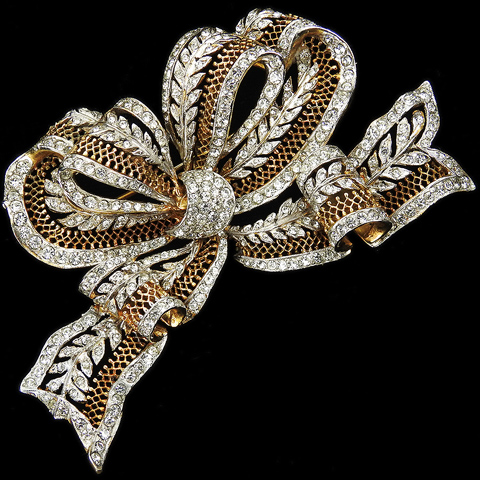 DeRosa Gold Openwork Giant Bowknot with Pave Leaves Pin